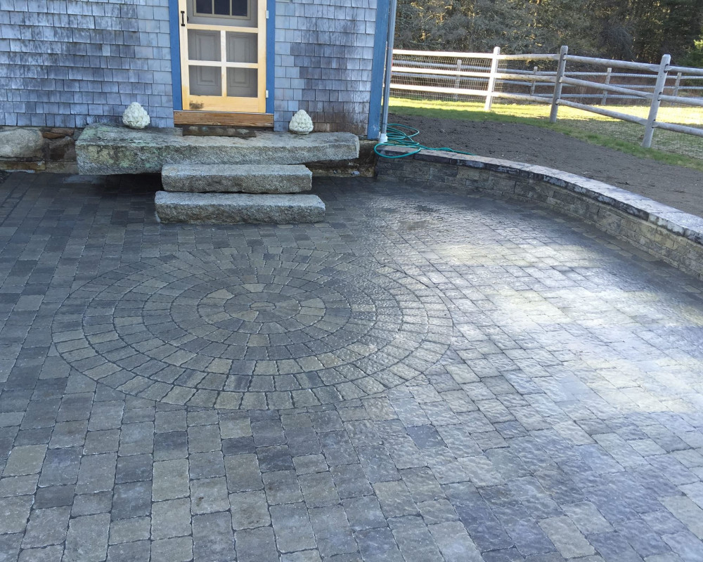 Mini-Creta Architectural sitting wall, Villagio paver patio with Rotondo circle detail, all in Champlain Grey.