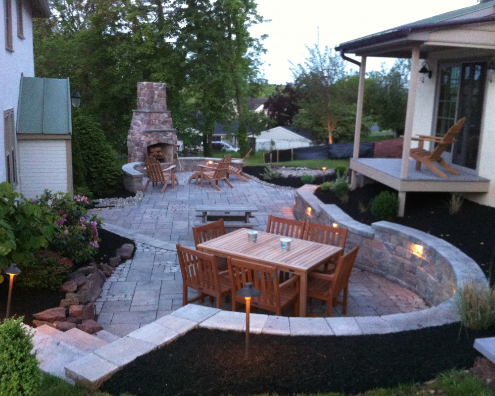 This previously unusable space was terraced with this patio of Blu 60 and Antika pavers.