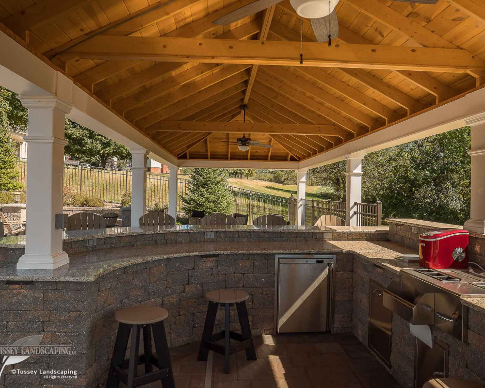 This beautiful outdoor kitchen is comprised of Techo-Bloc's Mini-Creta Architectural wall block