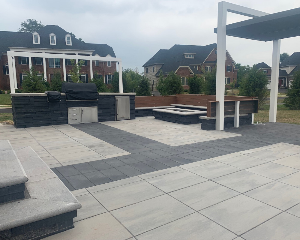 Para pavers with graphix wall and grande bullnose caps.